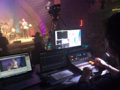 realizando el sound check LOVG y del Facebook Live